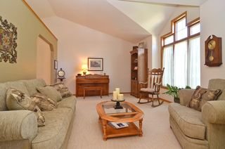 14729_bridle_ridge_trl_ne_MLS_HID673412_ROOMlivingroom1