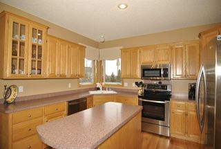 8970_windsor_circle_MLS_HID687161_ROOMkitchen1
