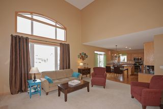 8970_windsor_circle_MLS_HID817712_ROOMlivingroom3