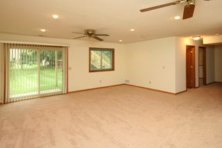 4889_spruce_lane_MLS_HID933000_ROOMfamilyroomwalkout
