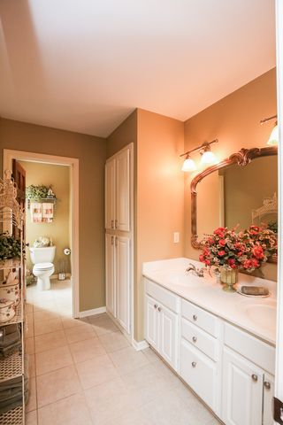 8287_foxberry_court_MLS_HID933003_ROOMbathroom