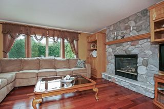 8135_foxberry_bay_MLS_HID1035798_ROOMfamilyroom