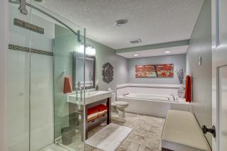 037_Bathroom LL